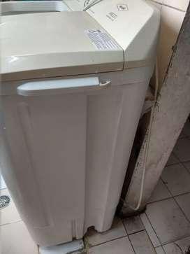 Se vende lavadora marca haceb