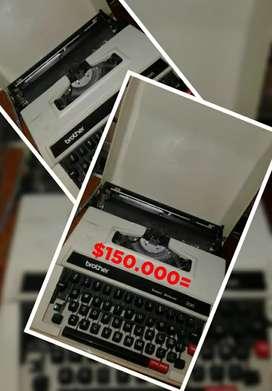 Maquina de escribir con estuche.