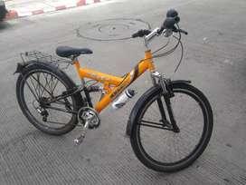 Bicicleta todoterreno con suspención