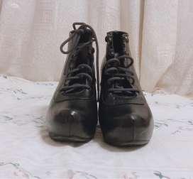 Zapatos, Botines de cuero negros