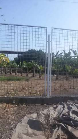 casa de campo con arboles frutales