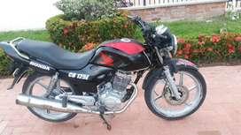 Vendo hermosa cb125 con seguro nuevo 2012 como nueva