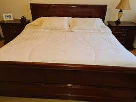 Vendo dormitorio 3 PLAZAS, marca COLINEAL, modelo CAPRI, incluye 2 veladores mas colchon en buenas condiciones.