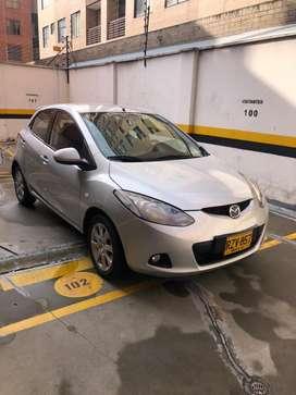 Mazda 2, modelo 2010, km: 80.000, color  plata sorrento