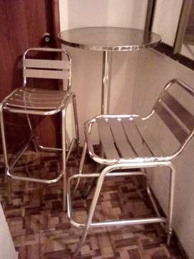 Venta mesa auxiliar y 2 sillas