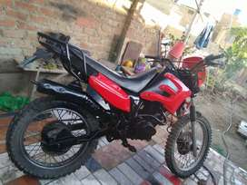 Vendo moto Xl de segunda con soat.