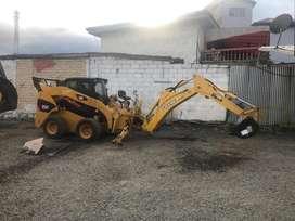 Brazo excavador minicargadora Cat john Deere