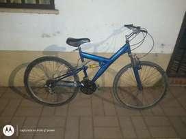 Vendo bici doble suspensión rodado 26 le anda todo lista para andar