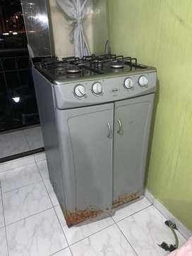 Hermosa estufa a gas natural (segunda mano) sin horno