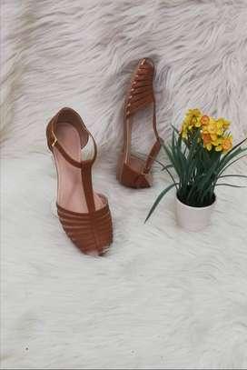 Sandalias para dama.