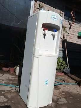 Dispenser Agua fría y caliente Ushuaia