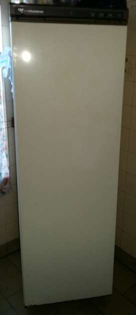 Freezer Vertical Whait Westinghouse 7 Cajones Funcinando