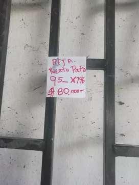 Se vende puerta  en acrilico