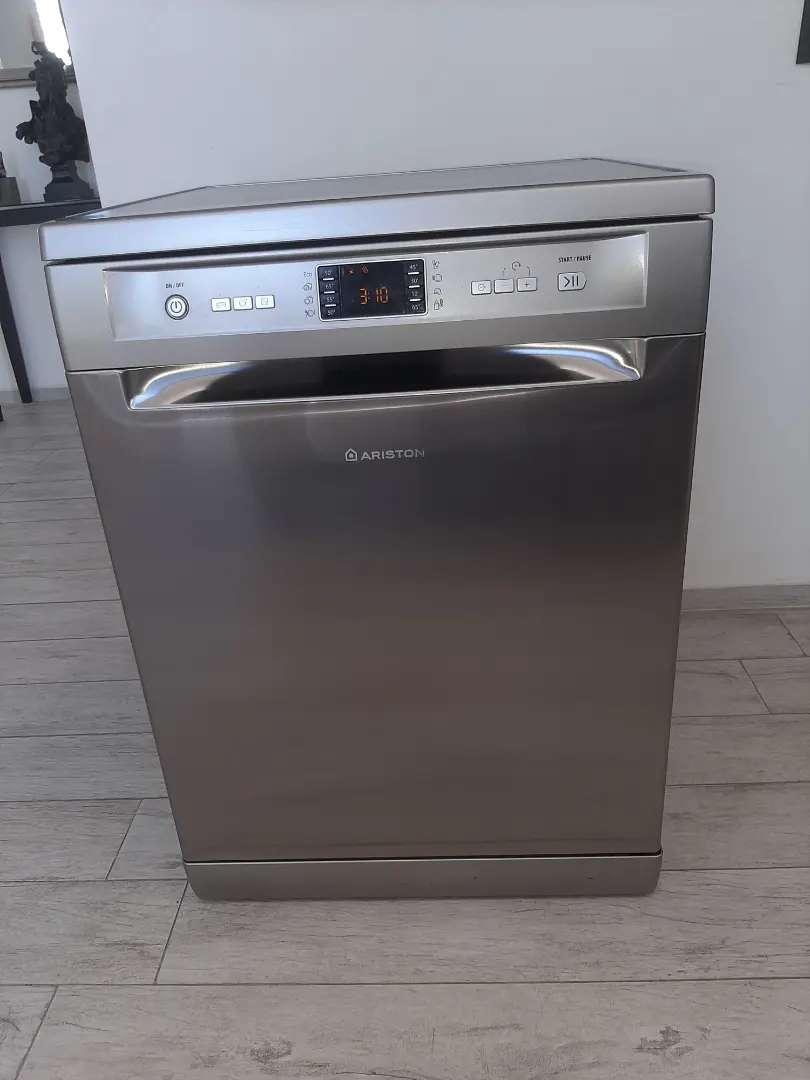 Vendo lavavajillas ariston modelo LFFO19. Acero inoxidable