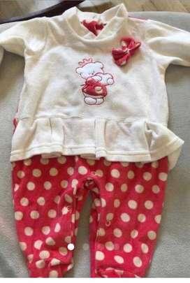 Pijama beba plush nuevo sin uso 6/9m