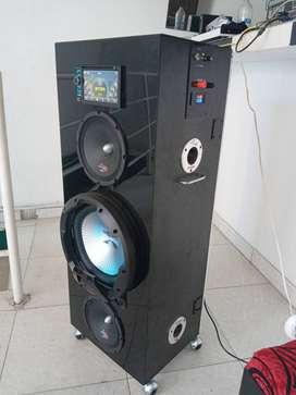 Vendo novedoso equipo sonido, con radio pantalla táctil 7 bluetooth, dvd,cd, usb, sd, tv, antena de radio, todo terreno