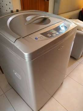Se vende lavadora de marca haceb de 30 libras