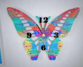 reloj de mariposa en madera pintados a mano