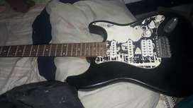 Vendo guitarra eléctrica... se le deben cambiar las pastillas solo eso