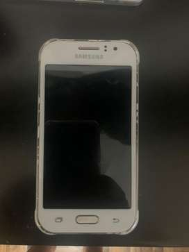 Samsung j1 ace color blanco libre