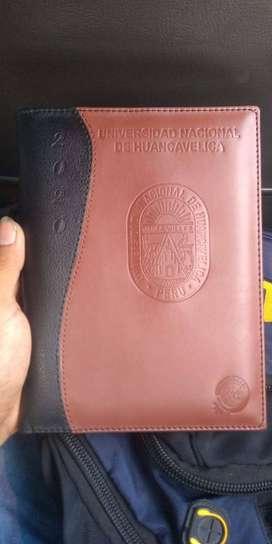servicio de repujado y gravado de logos en bajo relieve ,pan de oro,cuero,agendas,cartapacios,sellos