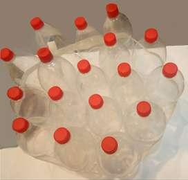 botellas de plástico transparentes vacías