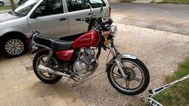 Vendo Moto Suzuki GN125 Muy buen estado Bateria nueva Papeles al día