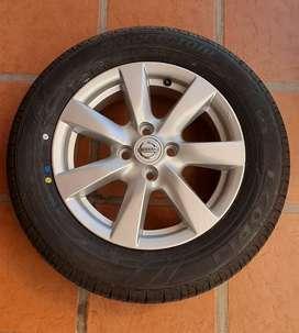 Vendo Rueda completa original Nissan Versa