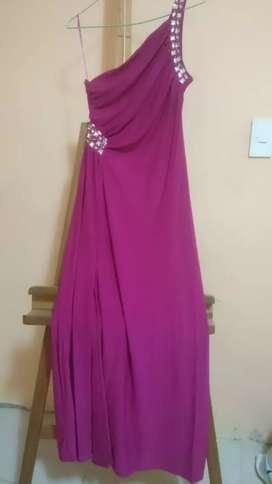 Vendo vestido largo color fucsia