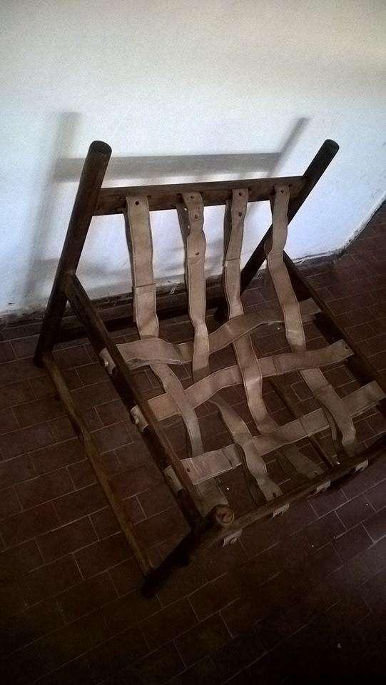 vendo sillon de madera y cuero 0