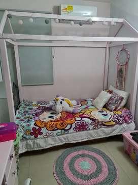 Linda cama montéssori
