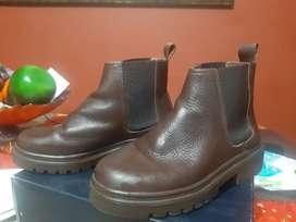 Se venden botas ANAI, buen estado, talla 35
