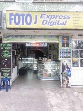 Se vende local comercia de fotografía , joyería  y relojería,