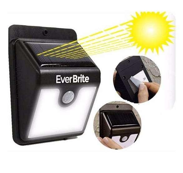 Lampara Exterior o Interior Ever Brite Energia Solar Sensor Movimiento 0