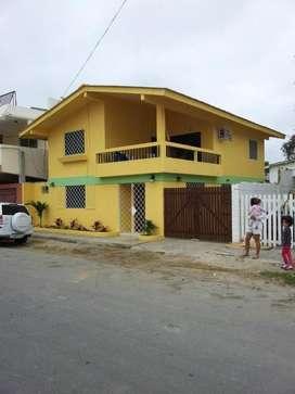 Casa en Salinas amoblada, a dos cuadras del Malecón