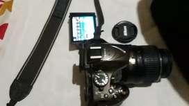 Cámara digital Nikon 24.2 mega pixeles d5200 con maletín y accesorios