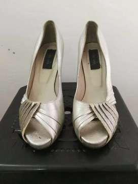 Vendo zapato de fiestas con detalles