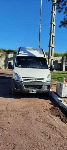 Iveco daily minibus 19 +1 modelo 2015