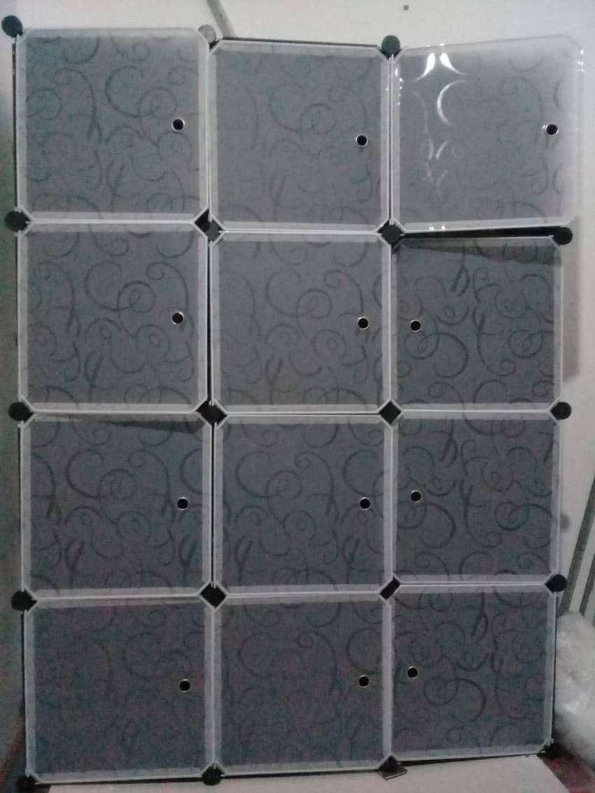 vendo organizador de 6 cubos + 2 percheros, casi nuevo desarmable y customizable