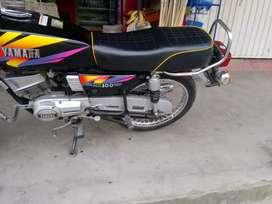 Linda moto rx100 se vende o se permuta