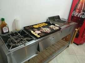 Cocina con plancha y freidora