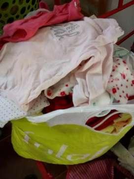 Vendo ropa de bebé hasta 5 meses nuevo ,todo limpio y planchado !