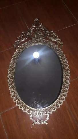 Antiguo y bello Espejo de Bronce macizo