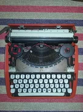 Maquina de escribir con valija  $ 2.500