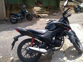 Moto Honda cb125 F negra