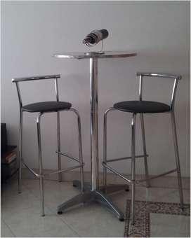 Mesa y 2 sillas de bar