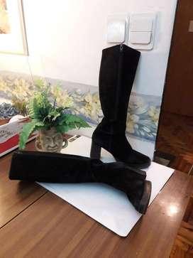 Botas de gamuza con cierre, base madera de marca