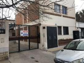 vendo departamento 1 dormitorio en complejo cerrado 1 piso a la calle .nqn