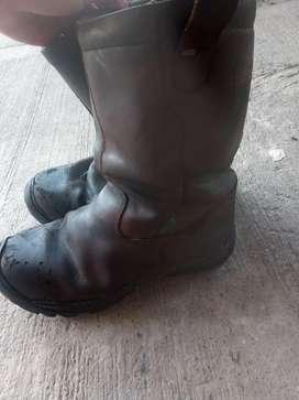Botas medio usadas