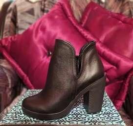 Se vende calzado para mujer